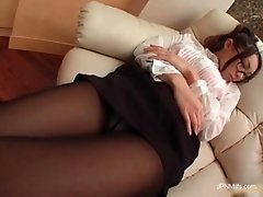 Awesome asian girl wakes up horny and show her amazing