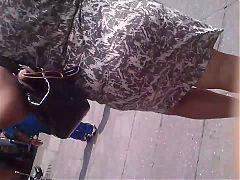 Madura culona saliendo del metro