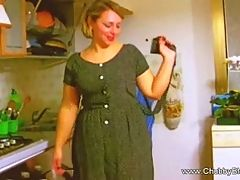 Big and beautiful housewife does a deep throat