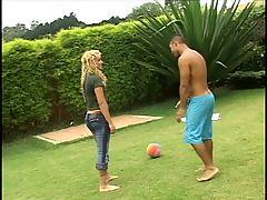 Blonde hottie bangs 2 black cocks outdoors