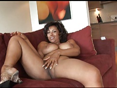 Donna Ambrose Is Thick & Juicy!!!