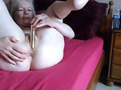 Granny masturbate infront of the cam