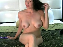 Attractive mature makes herself squirting