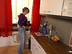 HausFrau Ficken Mature German housewife gets cum on tits in hardcore sex