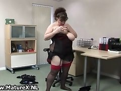 Bbw mature housewife with huge natural tits loves to pl