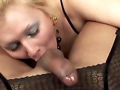 BIG COCK SHEMALE FUCKS HUNGRY MILF BLOND MILF LOVE TRANNY
