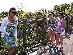 3 mature s Making a piss fountain
