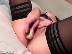 Nasty mature woman gets her pussy finger fucked by matu