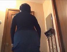 My mom show her ass